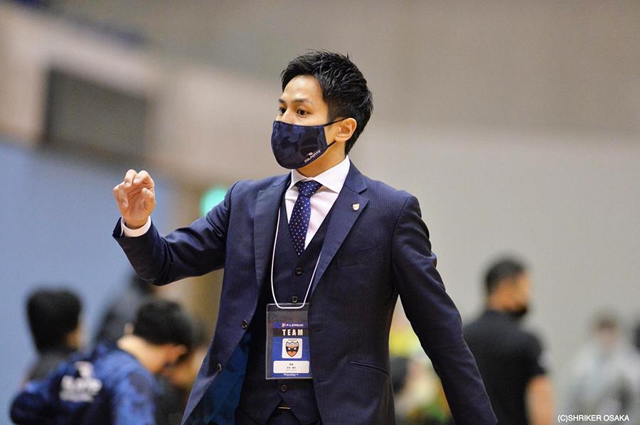 シュライカー大阪 監督